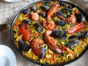 Paella o Fideua Mediterranea.